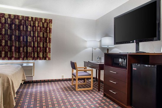 New Prague, MN : Guest room with added amenities