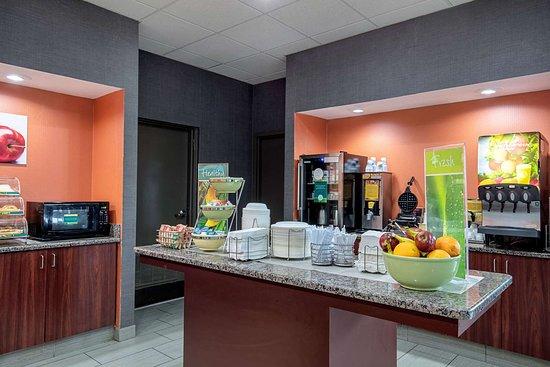 Holly Springs, MS: Breakfast area