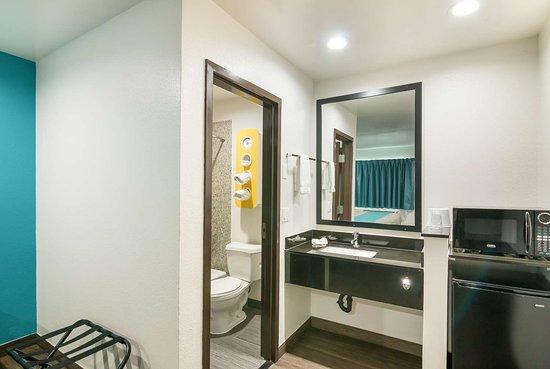 South El Monte, CA: bathroom