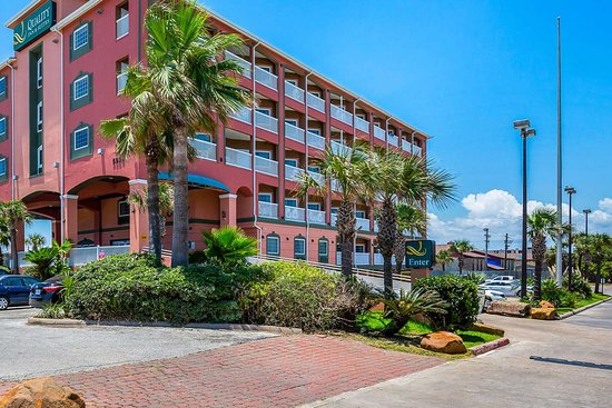 Quality Inn & Suites Beachfront Hotel