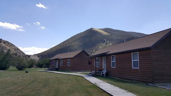 Alder, MT: Several of the guest cabins