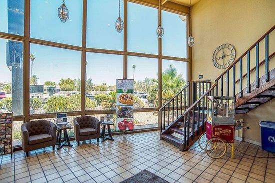 Youngtown, AZ: Hotel lobby
