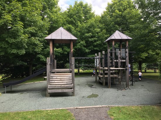 Guilford Welcome Center: Great playground in the picnic area.