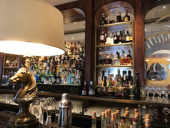 Le Bar Americain: The new bar with the gorgeous new horses