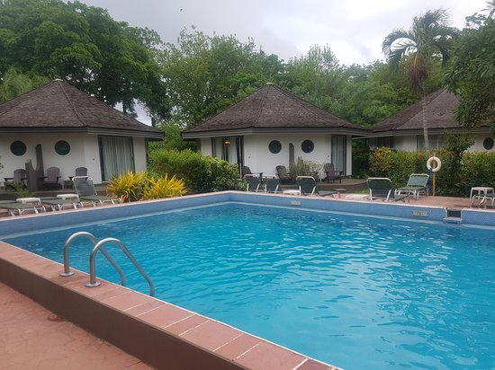 Kariwak Village Holistic Haven and Hotel: Poolside