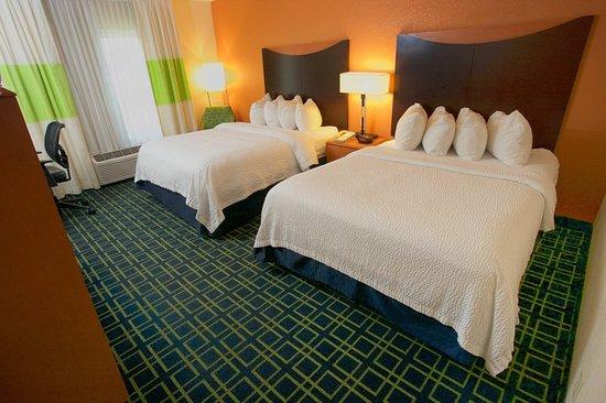 Fairfield Inn & Suites Beloit: Guest room