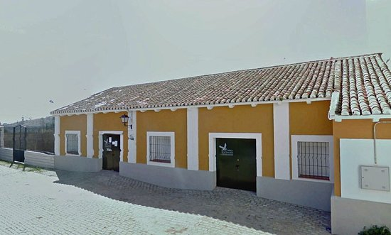 Hornachos, Spanien: Acceso al Centro de Visitantes (antiguo silo).