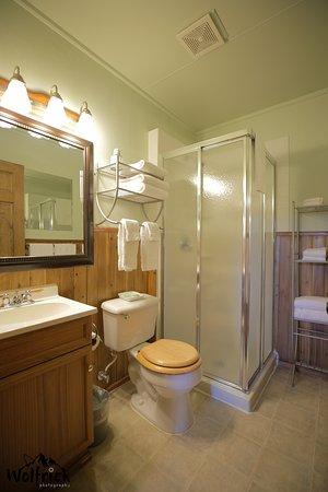 Jewel Lake Bed & Breakfast: ALASKA SUITE -Bathroom