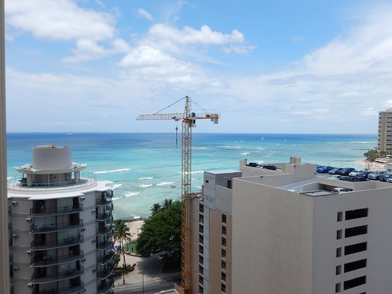 Waikiki Resort Hotel: Waikiki Beach from one of the front facing rooms - 18th floor