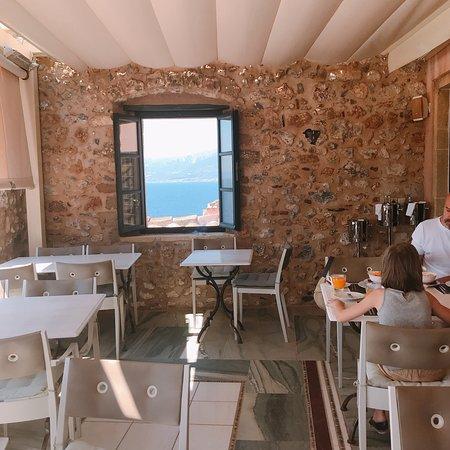 Moni Emvasis Luxury Suites : Идеальный отель, идеальный ресторан. Нектария, спасибо!!!