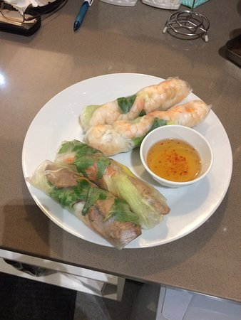 Vietnamese Rice Paper Rolls with Prawns (2) and with Porks (2)