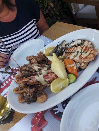 White Lion: Рыбная тарелка на двоих! Порция огромная! Очень вкусно!!!