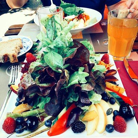 Cottage Cafe : Vegan salad with red fruits @heartofinspirationguides