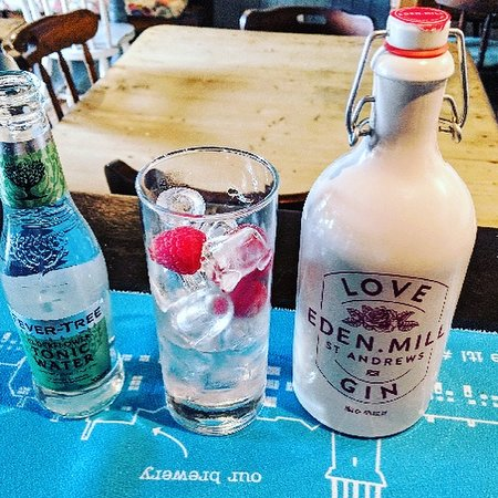‪‪Pettistree‬, UK: Eden Mill Love Gin with Raspberries & Elderflower Fever Tree Tonic‬