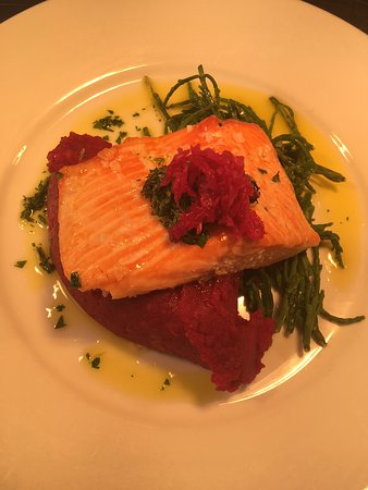 ‪‪Pettistree‬, UK: Fillet of Sea Trout with Beetroot Mash & Samphire‬