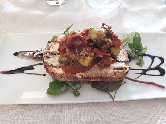 Tartine De Mousse De Crevettes Tartare D Avocat Aux Tomates