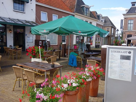 Restaurant De Zwaan: leuk pleintje