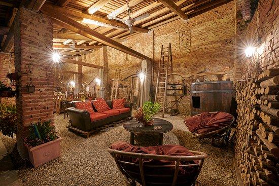 Rocchetta Tanaro, Italy: Portico