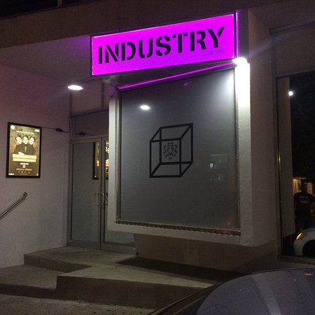 ‪Industry Club/Bar‬