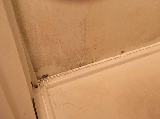 Zwarte schimmel in de badkamer - Picture of Kit Wat Motel Restaurant ...