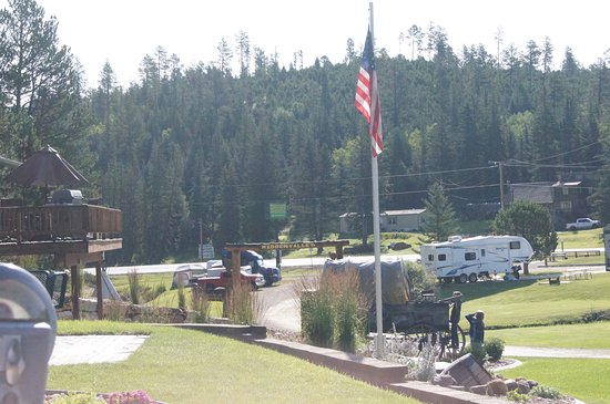 Hidden Valley Campground : Looking towards the entrance from the bathrooms