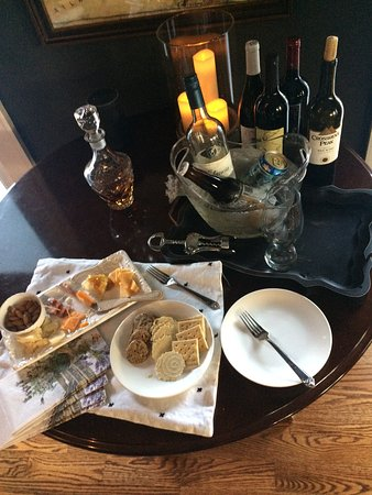 Clermont, Τζόρτζια: Afternoon cocktail and cheese for two (Wine, beer, and Hennessy)