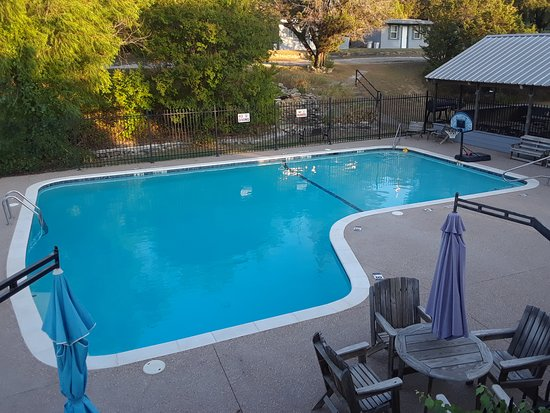 Kopperl, TX: Cool off in the refreshing pool located at the center of the resort.