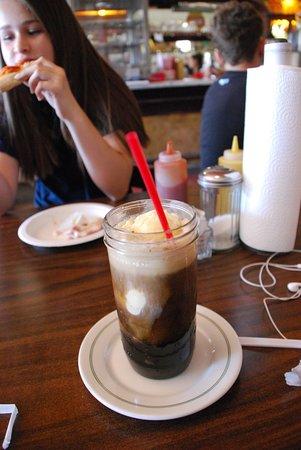 Randsburg, كاليفورنيا: root beer float