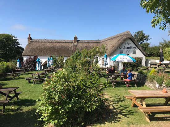Welcombe, UK: Beautiful sunny afternoon at the Smithy