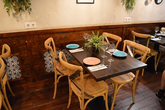Tables have place enough both on them and with the neighbouring ones