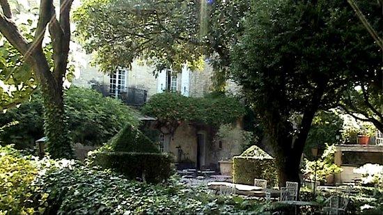 Château d'Arpaillargues : Petit parc en valeur