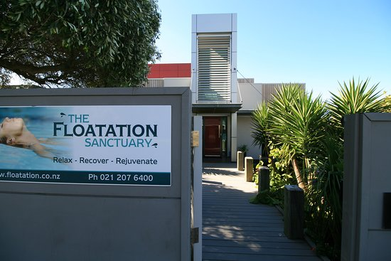 New Plymouth, New Zealand: The entrance walkway through the tranquil front garden of The Floatation Sanctuary
