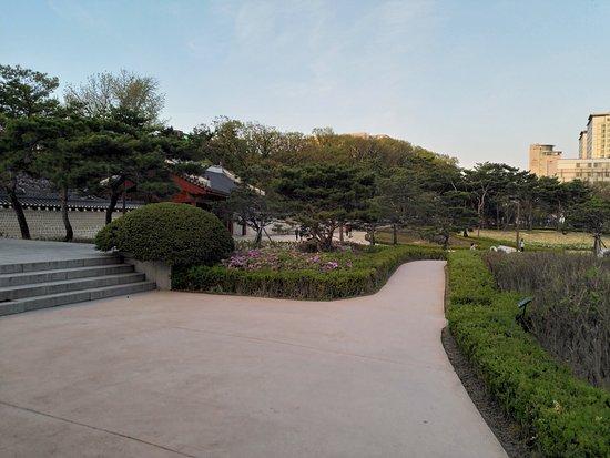 Jongmyo Square Park