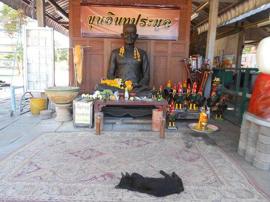 Pho Thong, Tailandia: Wat surroundings