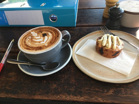 Parlour: Coffee and cake!