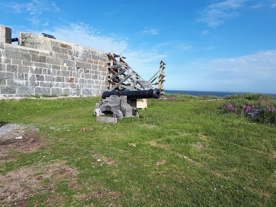 Prince of Wales Fort with original cannon