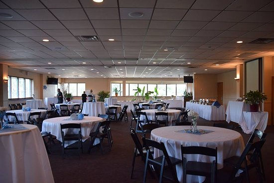 Madison, WI: Our setup included low and high tables plus 2 long buffet tables. It was comfortable for 100+ gu