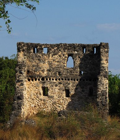 Bush 2 Beach Safaris: Different ruins of different times ranging from the 15th - to mid 18th century