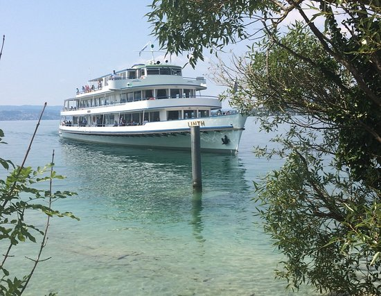 Pfaeffikon, Schweiz: The comfortable Lake Boat ferry, 12 minutes from Rapperswil