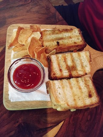The Birdsong Cafe, Bhimtal: Veg Sandwich