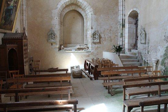 Eglise Notre Dame de l'Assomption : fond de l'église, où était l'entrée dans le passé