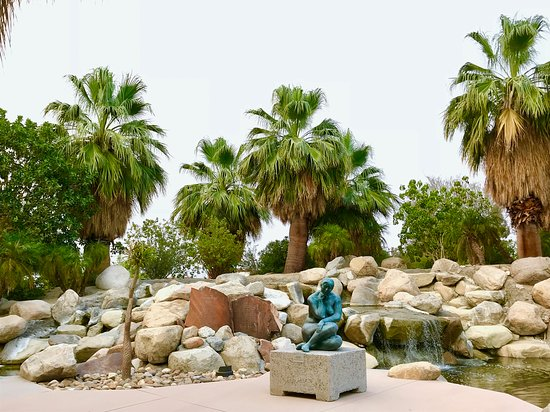 Palm Desert, Kalifornien: The Thinking lady by waterfall
