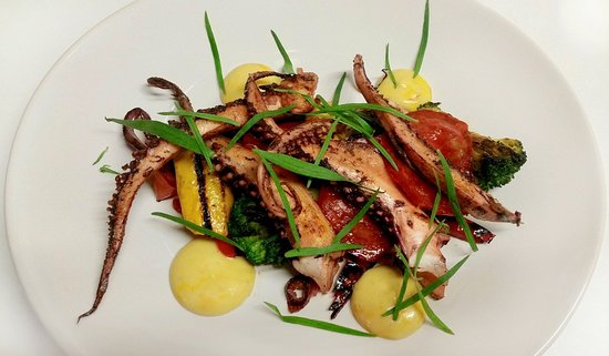 Naussannes, France: Chargrilled octopus