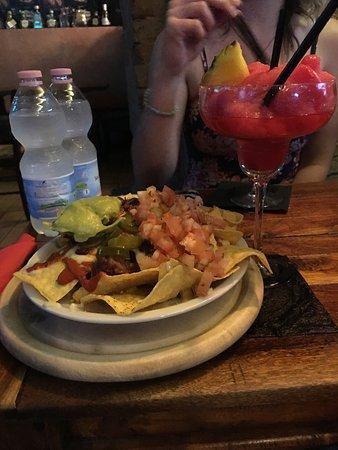 l'Margaritaio Cantina Messicana : Texas Nachos with Strawberry lime margarita