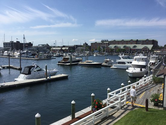 Newport Harbor Hotel & Marina: Fabulous views from our hotel room