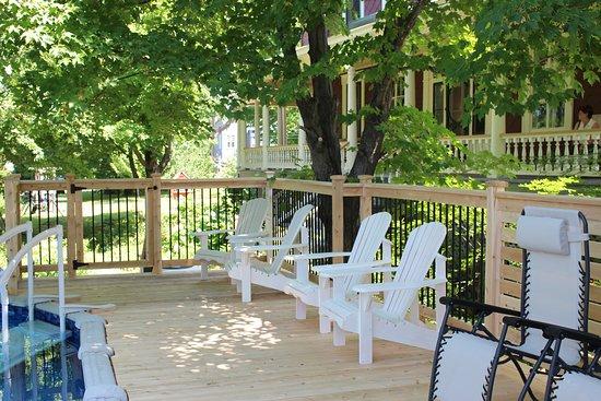 Saint Pacome, แคนาดา: Terrasse de la piscine