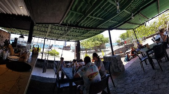 Fresco Cafe: Fresh open air restaurant with a nice view of the harbour.