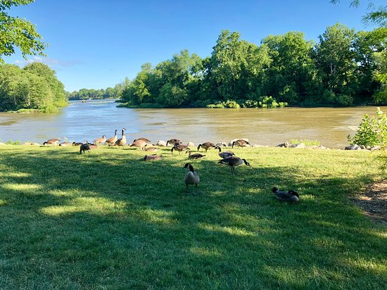 Grand Rapids, OH: Maumee river walk along the back of the Inn