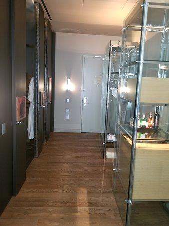 Andaz 5th Avenue: Large hallway