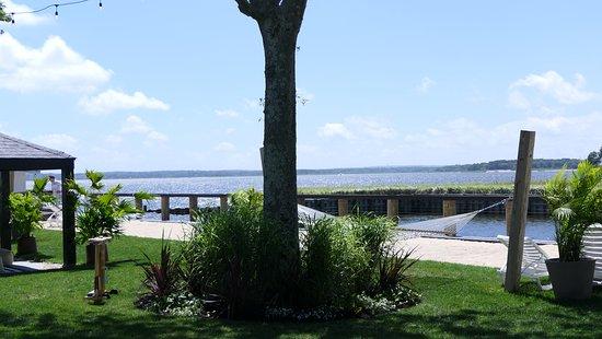 Aquebogue, Estado de Nueva York: hammock overlooking the water